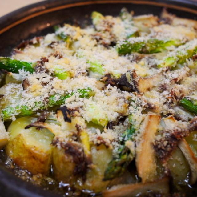 ジャガイモとアスパラとエリンギのアンチョビオイル焼き