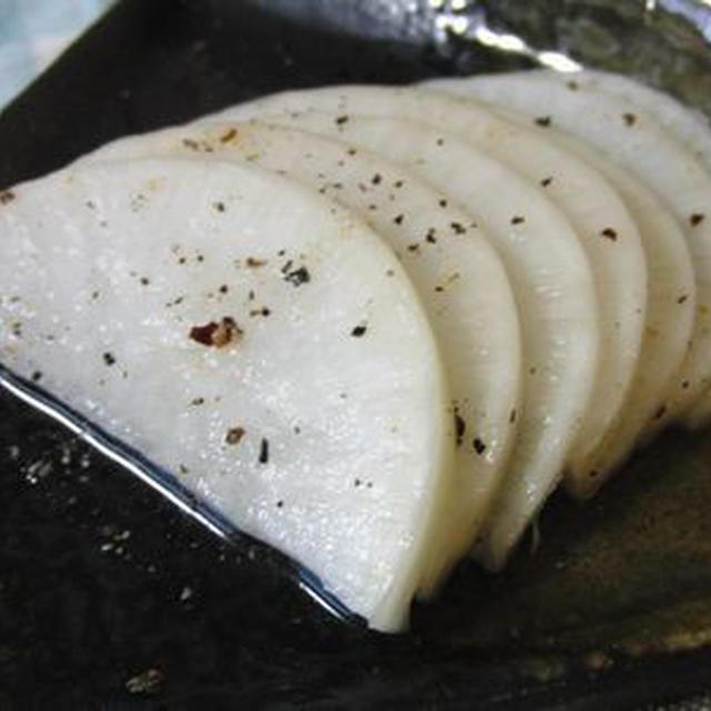 黒胡椒風味で大人の味♪ 皮つき大根の白だし漬け