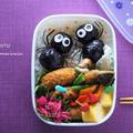 クモが2匹のお弁当~ハロウィンVer.~<キャラ弁> by となりんりんさん
