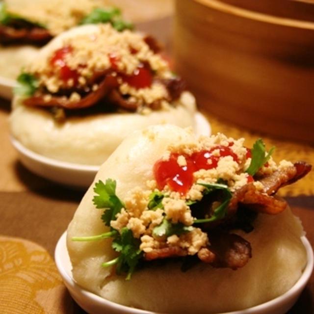 割包(台湾の三枚肉バーガー)。