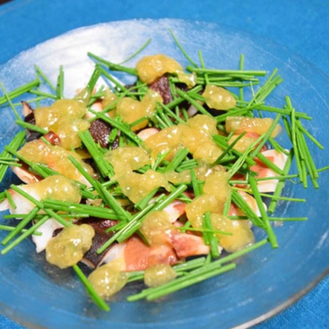 タコと芽ねぎの塩レモンジュレ。ゆるめに作ったジュレが涼しげな簡単おつまみ。