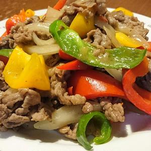 クミンが決め手☆牛肉と夏野菜のオイスター炒め