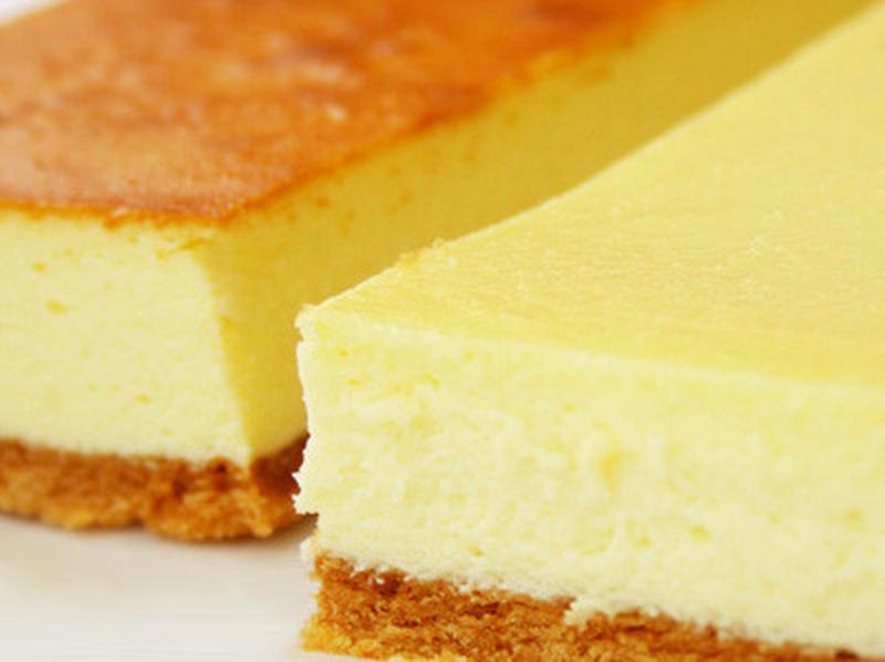 一口食べればわかる!濃厚クリーミーなニューヨークタイプと、チーズが香るベイクドタイプの2種セットです...