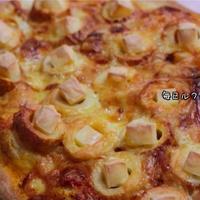 こんがり焼けるチーズとちくわのピザ