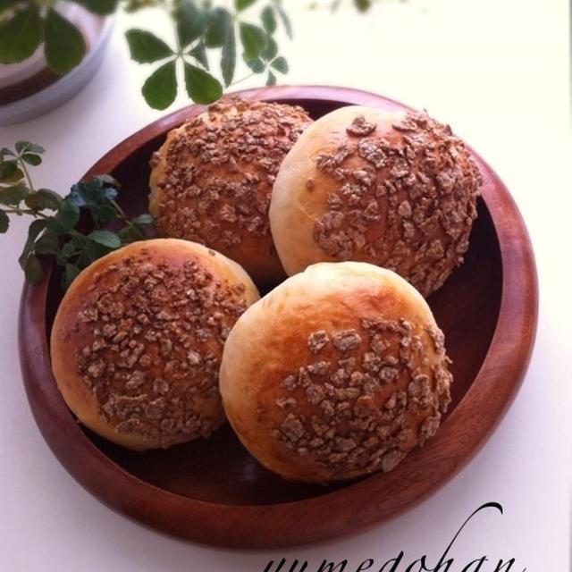 自家製はちみつ全粒粉入りパン。