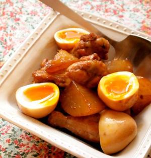鶏手羽元と大根卵の黒酢煮