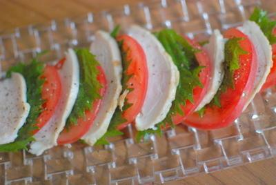 トマトと焼き鶏ハムのサラダ~カプレーゼスタイル