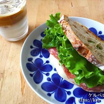 【コストコクッキング】チーズとソフトサラミのサンドイッチ
