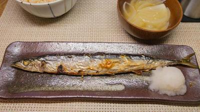 秋刀魚の塩焼きとたまねぎの味噌汁