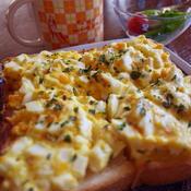 ハーブが香る卵トースト