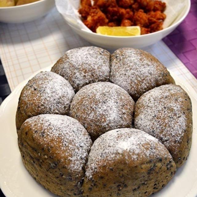 黒ゴマちぎりパン