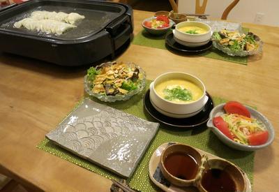 鈴木さんも毎週食べてるヘルシー餃子の晩ご飯 と 黄色いコスモス畑♪