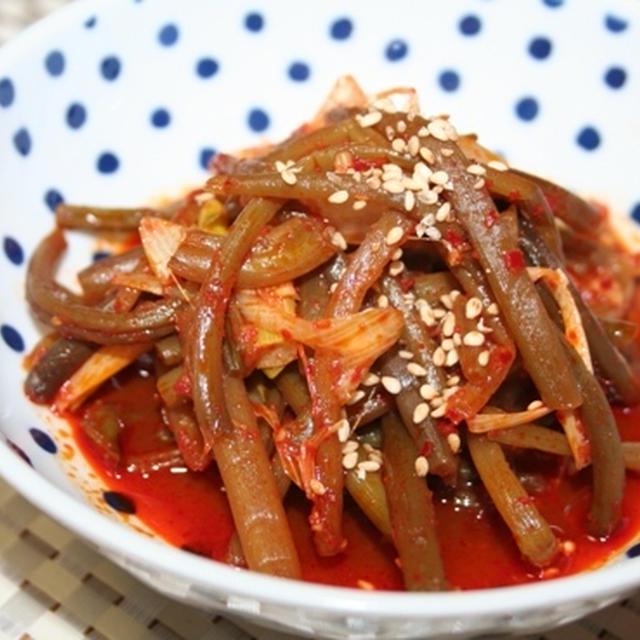 サツマイモ蔓の辛口煮込みレシピ ーー 煮干しの香りでサツマイモ蔓の味が引き立つ!
