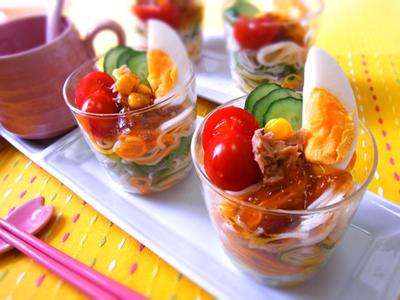カップサラダの彩り素麺♪ キラキラジュレでパーティー気分♪