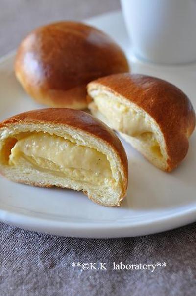 たっぷりカスタードの薄皮クリームパン
