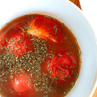 トマトの味噌汁にスイートバジル