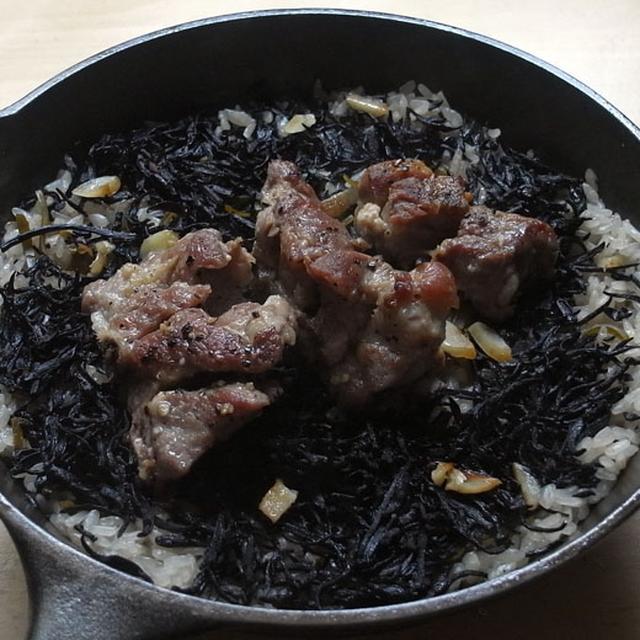 スペアリブとひじきの炊き込みご飯