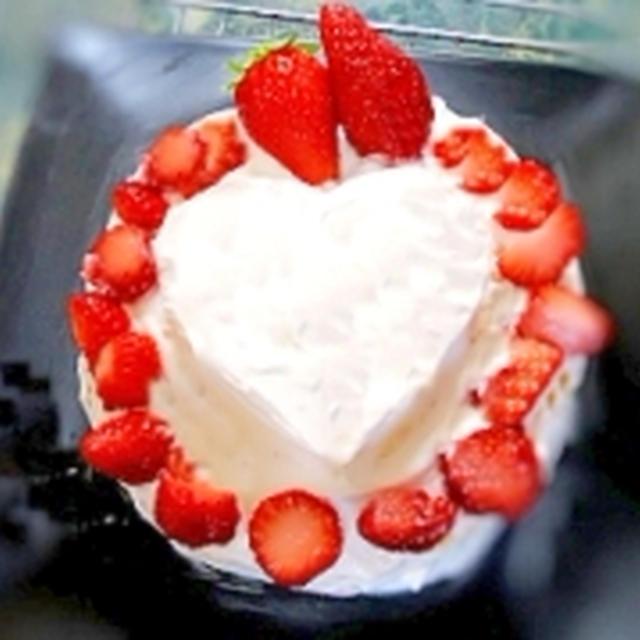 いちごのハートケーキ