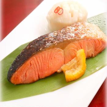 鮭のゆうあん焼きと菊花かぶ
