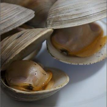ホンビノス貝の酒蒸し。と、日比谷花壇サブスクリプション