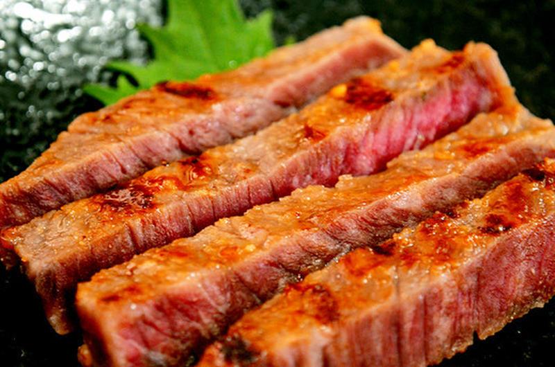 """旨み成分たっぷりの""""オリーブ牛""""を、白味噌とミリンで漬け込んでいるので、さらに柔らかくジューシーに。..."""