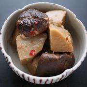 京芋と干ししいたけの煮物