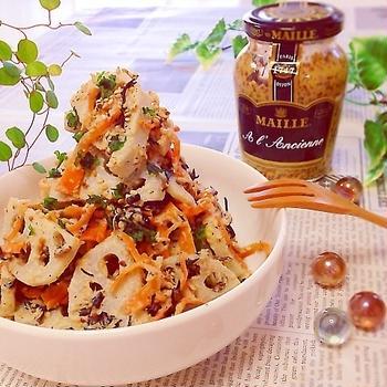 ゴマ香る♪食物繊維&鉄分たっぷり!蓮根とひじきの美肌サラダ