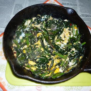 金時草のアヒージョ炒め+炒り卵