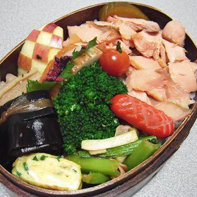 あらほぐし鮭弁当。湿布薬の匂いが好きなあんこ