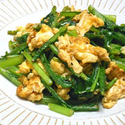 簡単&節約あと一品おかず!残った葉っぱで、、青菜とふっくら卵のピリ辛炒め。