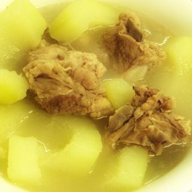 青木瓜燉排骨湯│青パパイヤと豚カルビのスープ