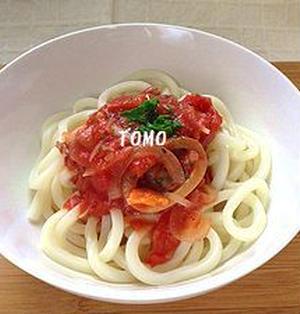 トマト缶とイカ味付け缶 de ペスカトーレ風うどん