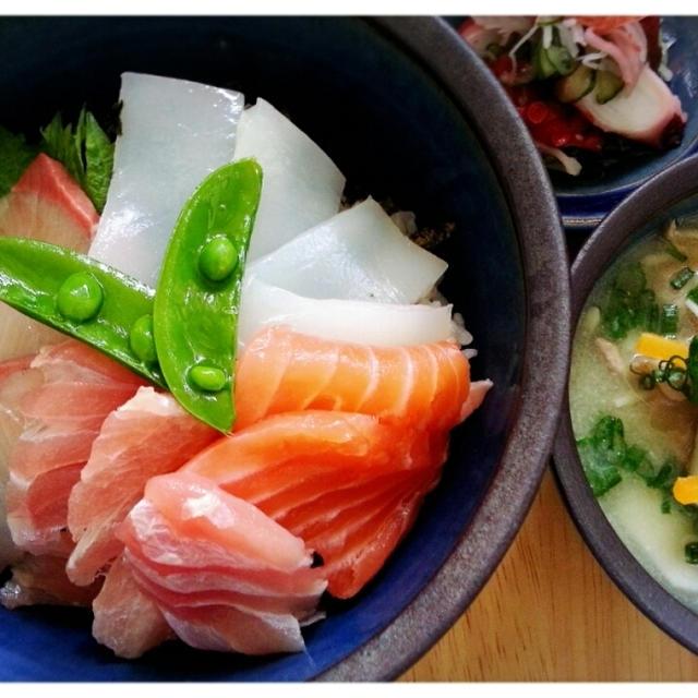究極の横着晩ご飯~(*ノωノ)乗っけただけ~の海鮮丼~♡