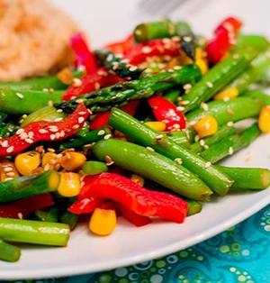 アスパラガスとスナップエンドウの炒め物