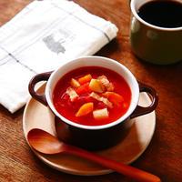 体を温めてくれるスープは朝食にぴったり♪材料を切りそろえたらあとはレンチンするだけでお手軽調理なのでまさに朝食などにぴったり!「たっぷりゴロゴロ野菜とベーコンのトマトスープ」【レシピ1839】【スパイス大使】