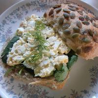 パンプキンシード入りパンの卵サンド