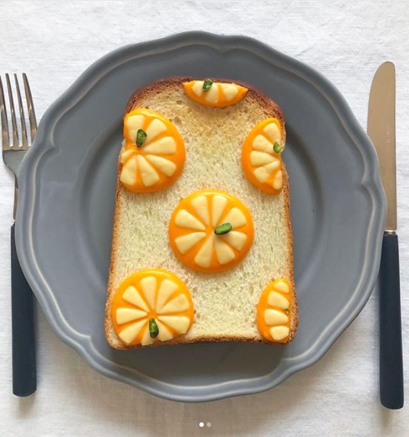 2色のチーズがぷっくり♪で、朝からハッピー!「#焼きチーズトーストアート」