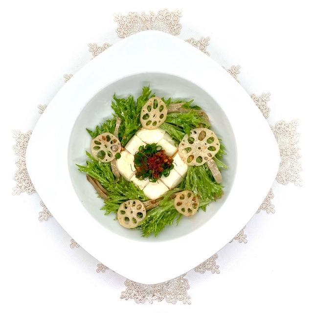 《豆腐サラダ》食べるラー油ドレッシング!山椒風味の根菜とフリルレタスのレシピ