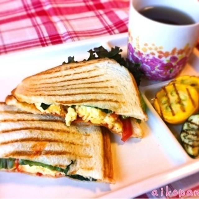 とろ〜りチーズのオムレツとトマトのパニーニ&夏野菜のグリル
