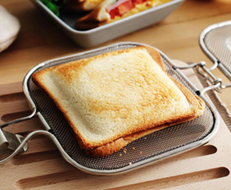 焼き加減にこだわりのある人なら、買って損のない商品。パンを器具に挟んで、魚焼きグリルやトースターへそ...
