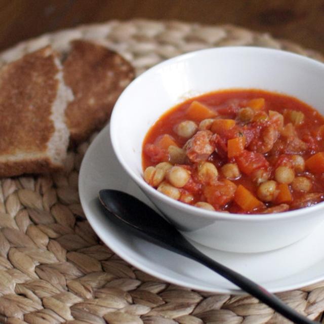 チョリソとひよこ豆のトマトシチュー