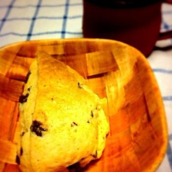 チョコ入りスコーンで朝ごはん