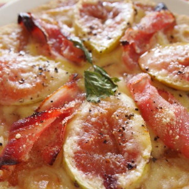 大きいとろけるスライスチーズ de 大豆粉使用のフルーツピッツァ。。。