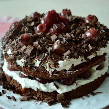 ブラック・フォレスト・ケーキ さくらんぼとチョコレートのケーキ