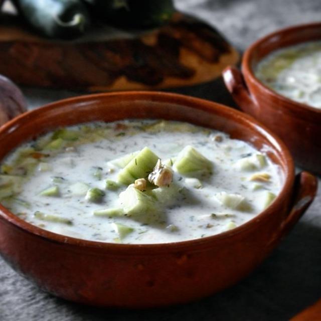 タラトール(ブルガリアのヨーグルトときゅうりのスープ)