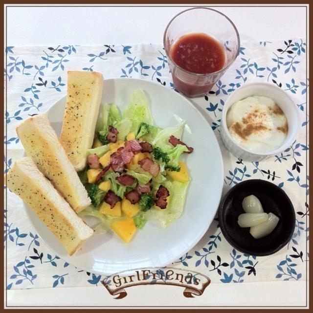 *朝ごはん*柿とブロッコリーのサラダ