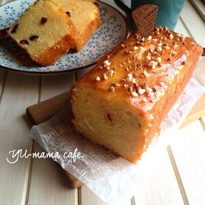 ホワイトチョコとクランベリーの春色パウンドケーキ。