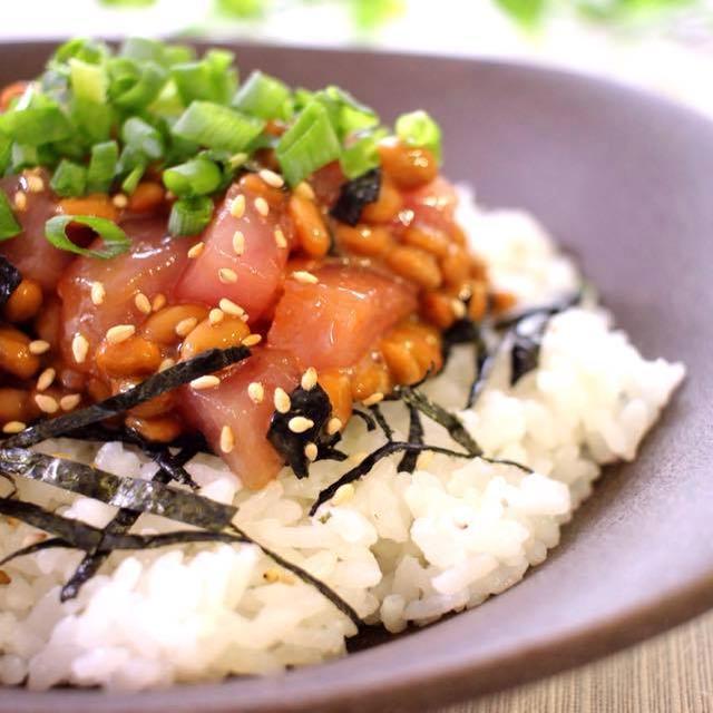 秋の味覚の季節到来!ホルモン分泌を活発にする納豆マグロ丼!