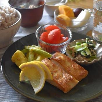【レシピ】ほうれん草を美味しく食べよう✳︎ほうれん草の肉チリソース✳︎チリソースはレンジで簡単…今日の朝ごはんと勝手に楽しんでいること。