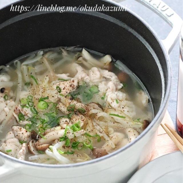 スープまで飲み干せる!【もやしと豚肉のガーリック塩バター鍋】(ひとり鍋)